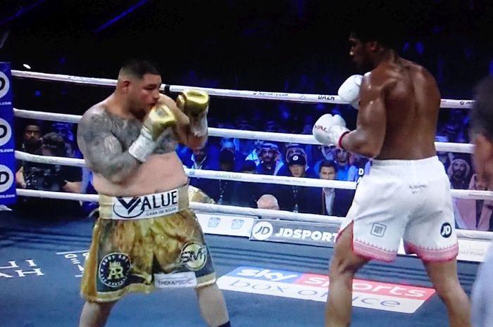 Duel Anthony Joshua vs Andy Ruiz Jr di Arab Saudi, Minggu (8/12/2019) dini hari WIB.