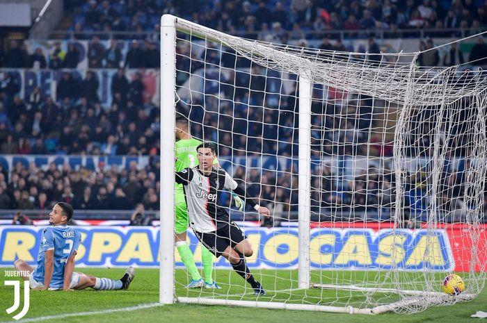 Megabintang Juventus, Cristiano Ronaldo, merayakan golnya dalam laga Liga Italia melawan Lazio di Stadion Olimpico, Sabtu (7/12/2019).