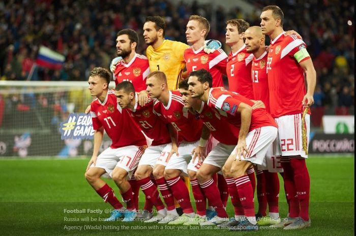 Personel Tim nasional Rusia berpose menjelang kick-off.