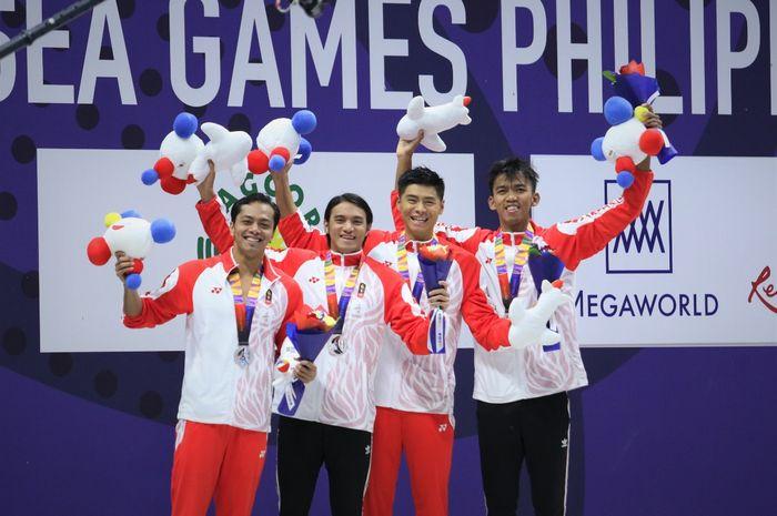 Tim renang Indonesia usai menyabet medali perak SEA Games 2019, Filipina, Senin (9/12/2019)