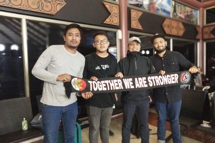 Bolasport.com dan sebagian suporter yang akan mendukung timnas U-22 Indonesia di laga final SEA Games 2019 menghadapi Vietnam, Selasa (10/12/2019).