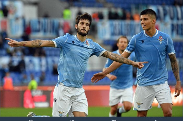 Gelandang Lazio, Luis Alberto (kiri).