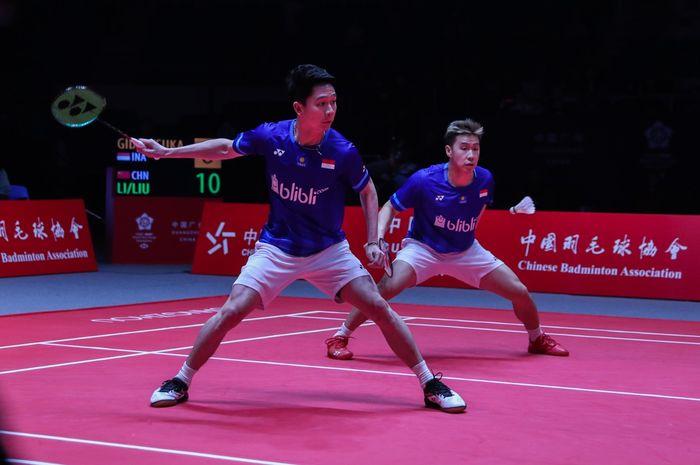 Aksi ganda putra Indonesia, Marcus Fernaldi Gideon/Kevin Sanjaya Sukamuljo pada ajang BWF World Tour Finals 2019