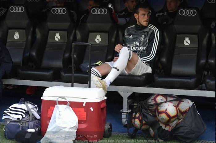 Gareth Bale di bangku pemain cadangan Real Madrid.