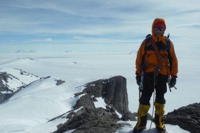 Bertugas di markas British Antartic Survey (BAS), Dr Teal Riley harus rela merayakan Natalnya di sana.