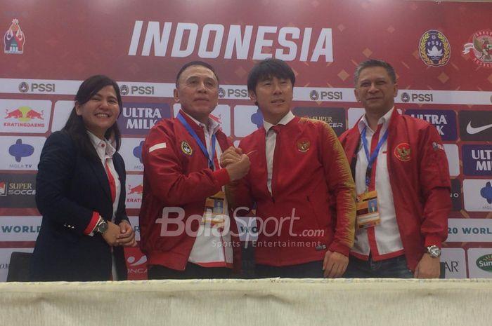 PSSI perkenalkan Pelatih timnas Indonesia, Shin Tae-yong, di Stadion Pakansari
