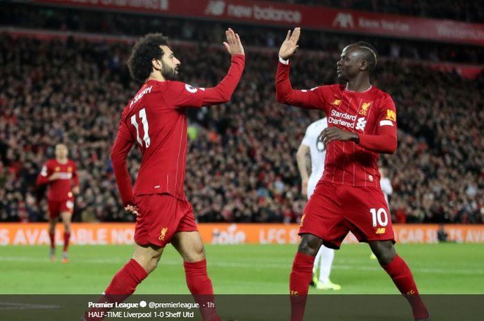Sadio Mane turut merayakan gol yang dicetak oleh Mohamed Salah ke gawang Sheffield United pada pertandingan di Stadion Anfield, Kamis (2/1/2020).