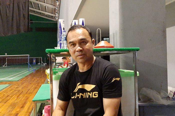 Pelatih tunggal putri Indonesia, Rionny Mainaky, saat berbicara dengan BolaSport.com di Pelatnas PBSI, Jakarta, Jumat (31/2/2020)