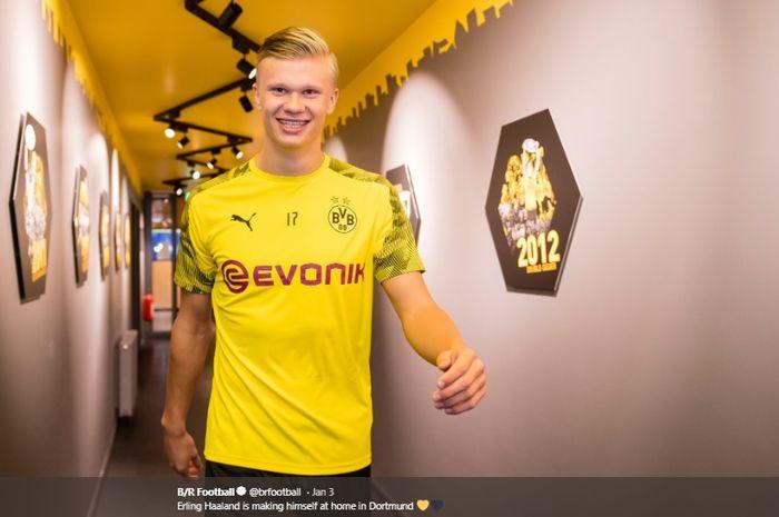 Erling Braut Haaland resmi berbaju Borussia Dortmund.