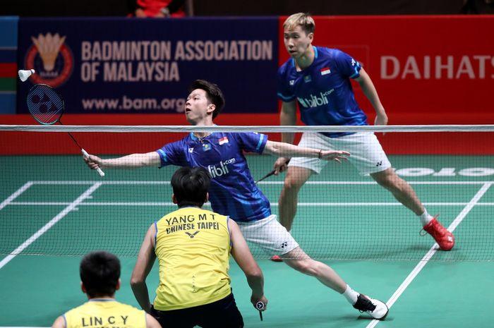 Pasangan ganda putra Indonesia, Marcus Fernaldi Gideon/Kevin Sanjaya Sukamuljo, saat menjalani laga melawan wakil Taiwan, Lin Chia Yu/Yang Ming-Tse, pada babak kesatu Malaysia Masters 2020.