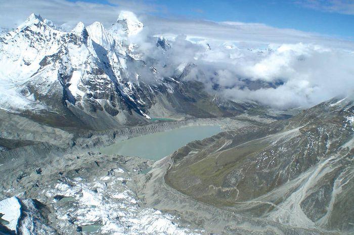 Danau glasial di sekitar Everest.