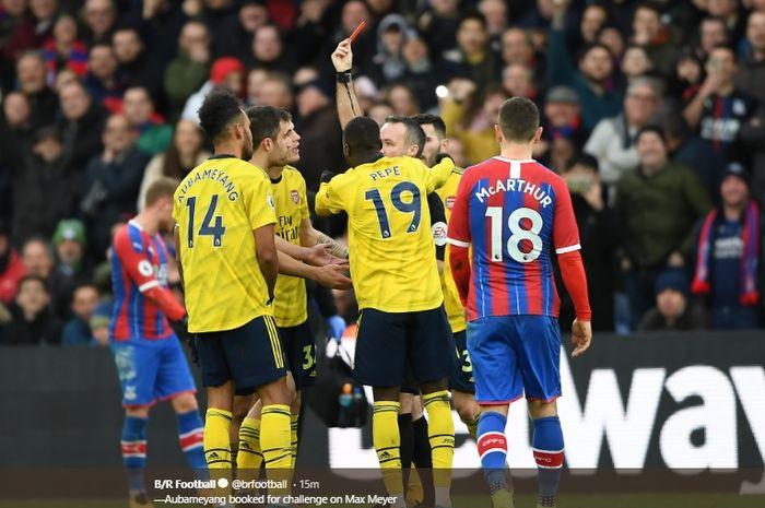 Pierre-Emerick Aubameyang menerima kartu merah usai sebelumnya melakukan tekel horor kepada pemain Crystal Palace, Max Meyer pada pertandingan pekan ke-22 Liga Inggris, Sabtu (11/1/2020).