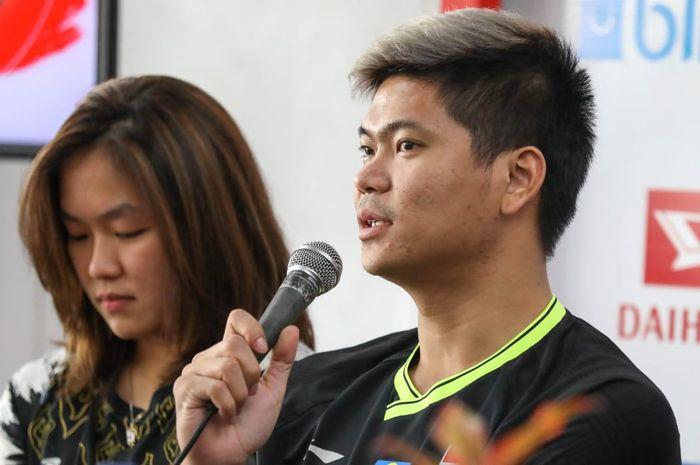 Pebulu tangkis ganda campuran Indonesia, Praveen Jordan (kanan), berbicara dalam konferensi pers jelang Indonesia Masters 2020 di Istora Senayan, Jakarta, Senin (13/1/2020).