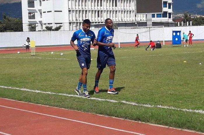 Calon pemain asing Persib Bandung, Wander Luiz dan Joel Vinicius, sudah ikut berlatih di Stadion SPOrT Jabar Arcamanik pada Minggu (12/1/2020) sore.
