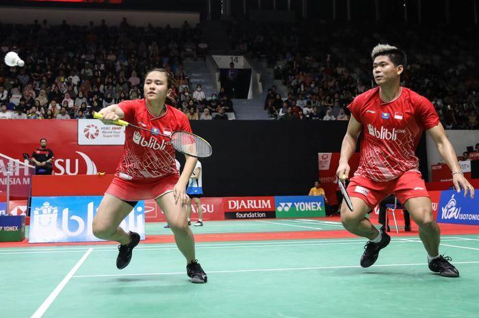 Pasangan ganda campuran Indonesia, Praveen Jordan/Melati Daeva Oktavianti, saat menjalani pertandingan melawan Thom Gicquel/Delphine Delrue pada babak perempat final Indonesia Masters 2020.