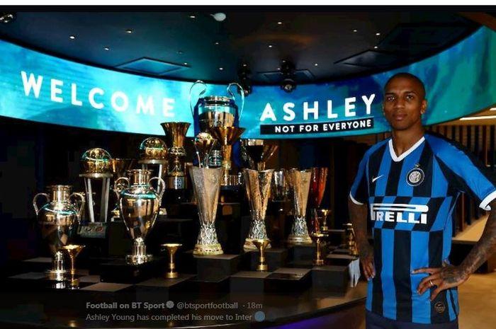 Ashley Young resmi menjadi pemain Inter Milan.