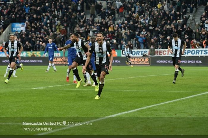 Isaac Hayden mencetak gol kemenangan Newcastle United atas Chelsea di St James Park, 18 Januari 2020.