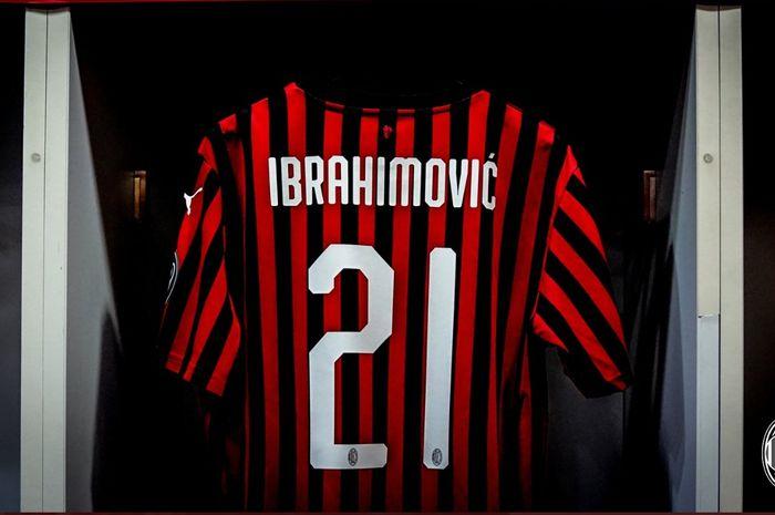 Kostum Zlatan Ibrahimovic di ruang ganti AC Milan di Stadion San Siro.