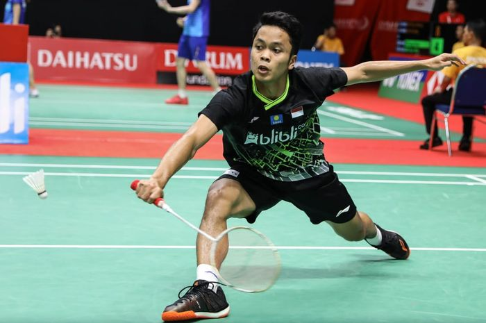 Pebulu tangkis tunggal putra Indonesia, Anthony Sinisuka Ginting, saat bertanding melawan Huang Yu Xiang (China) pada perempat final Indonesia Masters 2020.