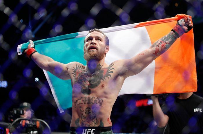 Conor McGregor merayakan kemenangannya setelah berhasil mengalahkan Donald Cerrone dalam 40 detik di UFC 246 pada Minggu pagi.