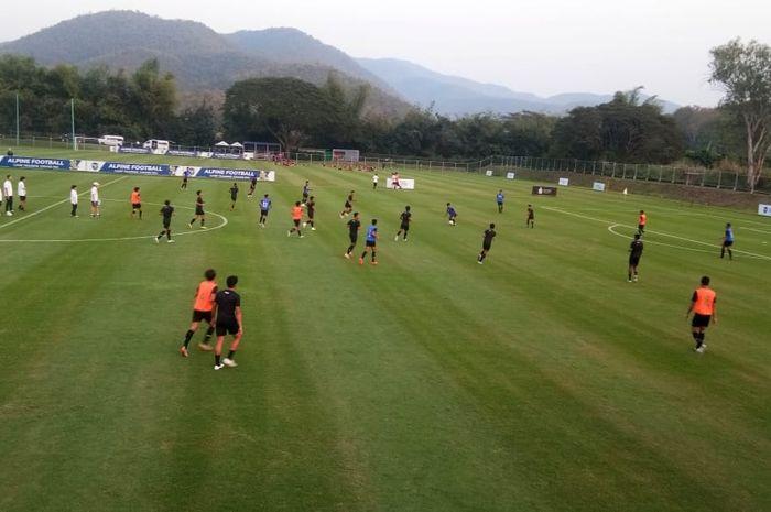 Suasana pemusatan latihan (TC) perdana timnas U-19 Indonesia di Alpine Football Camp Training, Chiang Mai, Thailand, pada Selasa (21/1/2020).