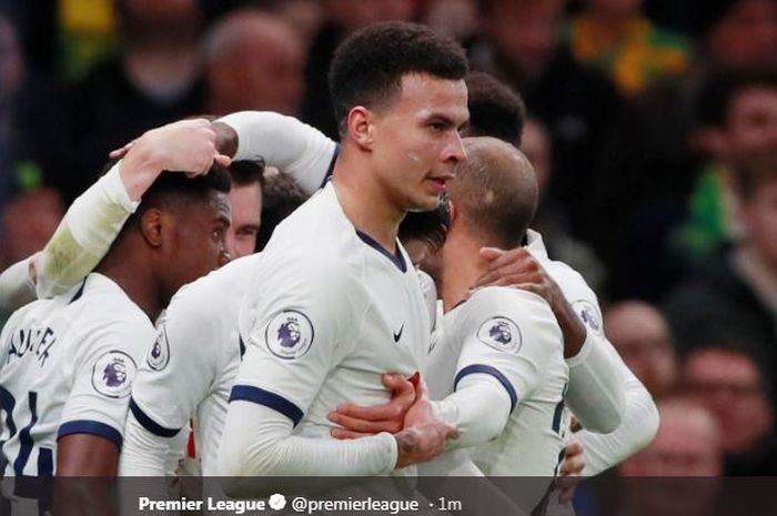 Para pemain Tottenham Hotspur merayakan gol yang dicetak oleh Dele Alli dalam laga Liga Inggris melawan Norwich City di Stadion Tottenham Hotspur, Rabu (22/1/2020).