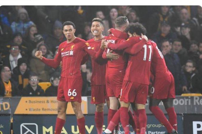 Para pemain Liverpool merayakan gol yang dicetak oleh Jordan Henderson dalam laga Liga Inggris melawan Wolverhampton Wanderers di Stadion Molineux, Kamis (23/1/2020).