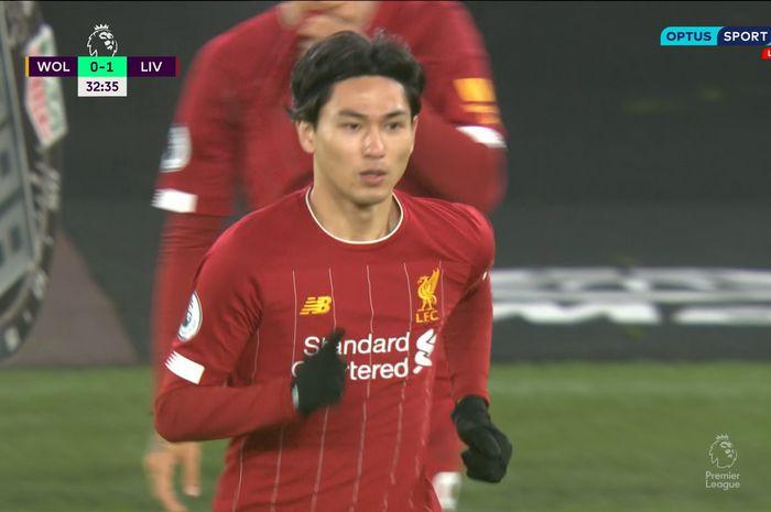 Takumi Minamino menjalani debut di Liga Inggris saat Liverpool mengalahkan Wolves 2-1 di Molineux Stadium, Kamis (23/1/2020).