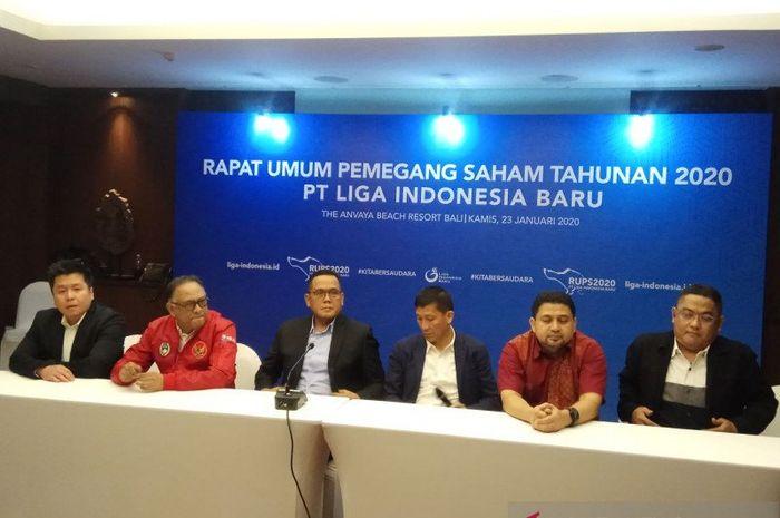 Jajaran pengurus anyar PT LIB dalam jumpa pers seusai Rapat Umum Pemegang Saham (RUPS) PT LIB di Kuta, Bali, Kamis (23/1/2020).