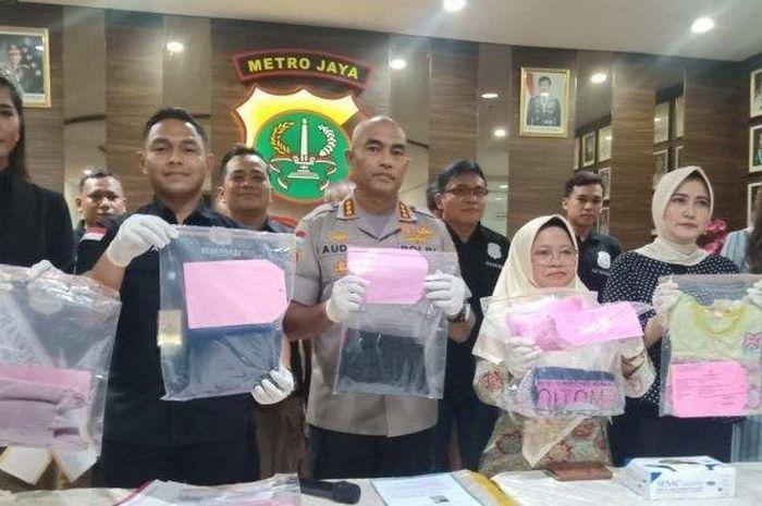 Polisi saat merilis kasus pencabulan yang dilakukan oknum agency sinetron kepada remaja dibawah umur.