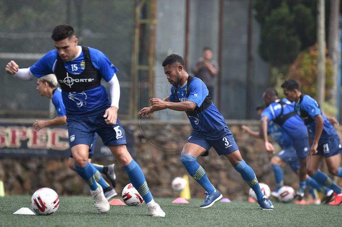 Suasana pemusatan latihan Persib Bandung di Lembang, Kabupaten Bandung Barat.