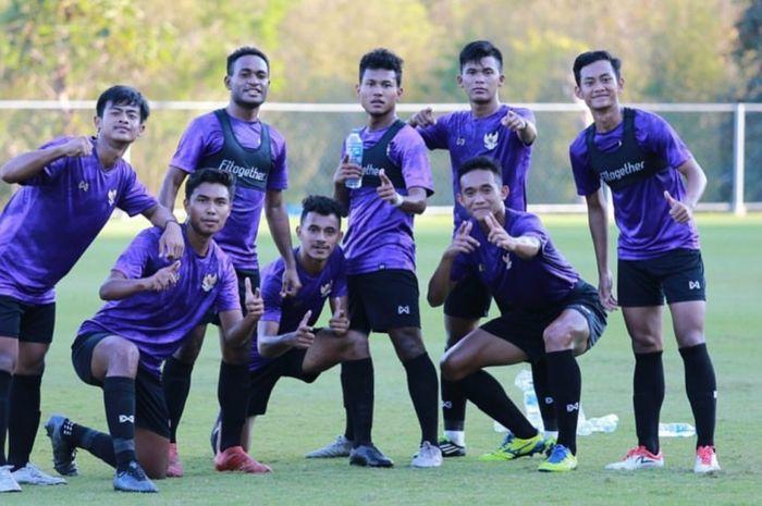 Timnas U-19 Indonesia saat menjalani latihan di Alpine Football Camp Training, Chiang Mai, Thailand, Selasa (28/1).