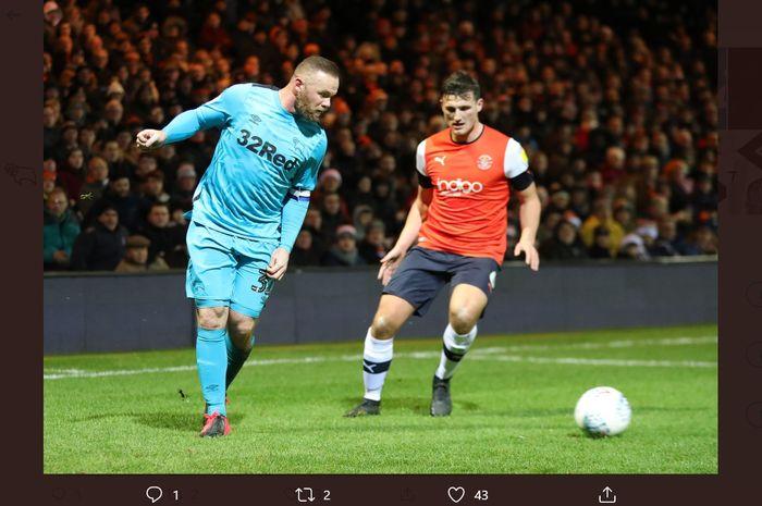 Wayne Rooney (kiri), akhirnya mencetak gol lagi di Liga Inggris.