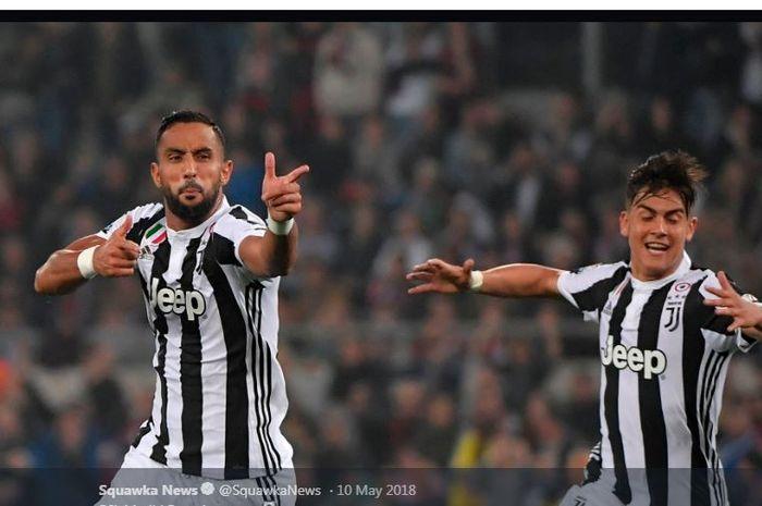 Medhi Benatia (kiri) mencetak dua gol Juventus ke gawang AC Milan pada final Coppa Italia di Olimpico, Roma, 9 Mei 2018.