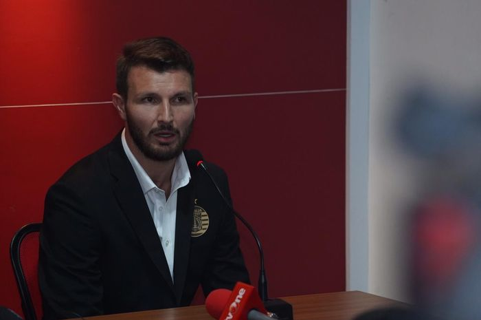 Bek asal Italia, Marco Motta, diperkenalkan sebagai pemain baru Persija, Senin (3/2/2020).
