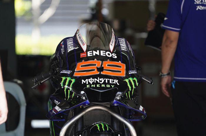 Motor Yamaha YZR-M1 bernomor 99 milik Jorge Lorenzo dipersiapkan dalam shakedown test MotoGP 2020 di Sirkuit Sepang, Malaysia, 3 Februari 2020.