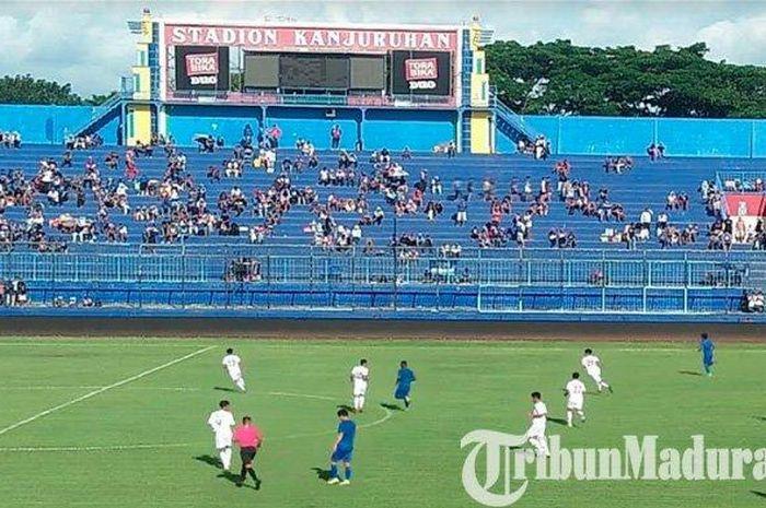 Pertandingan uji coba antara Arema FC vs Semeru FC di Stadion Kanjuruhan, Rabu (5/2/2020).