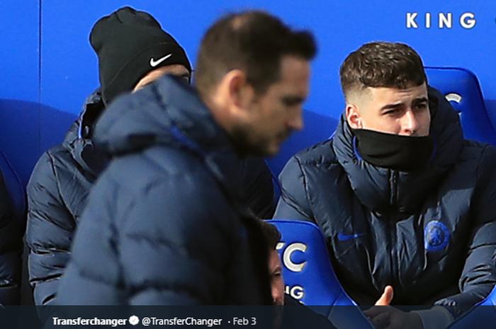 Penjaga gawang Chelsea, Kepa Arrizabalaga (Kanan) saat dicadangkan oleh Frank Lampard di laga kontra Leicester City,  1 Februari 2020.