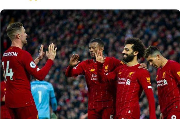 Para pemain Liverpool, Jordan Henderson, Georginio Wijnaldum, Mohamed Salah, dan Roberto Firmino, melakukan selebrasi.