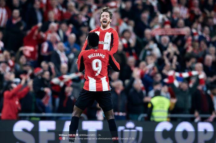 Iker Muniain merayakan golnya untuk Athletic Bilbao bersama Inaki Williams ke gawang Granada dalam partai Copa del Rey di San Mames, 12 Februari 2020.