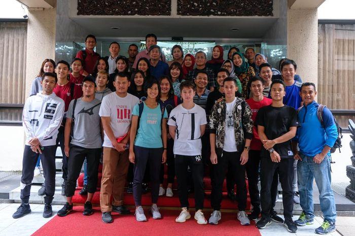 Tim bulu tangkis Indonesia pada Kejuaraan Beregu Asia 2020 berkunjung ke Kedutaan Besar Indonesia di Manila, Filipina, Senin (17/2/2020)