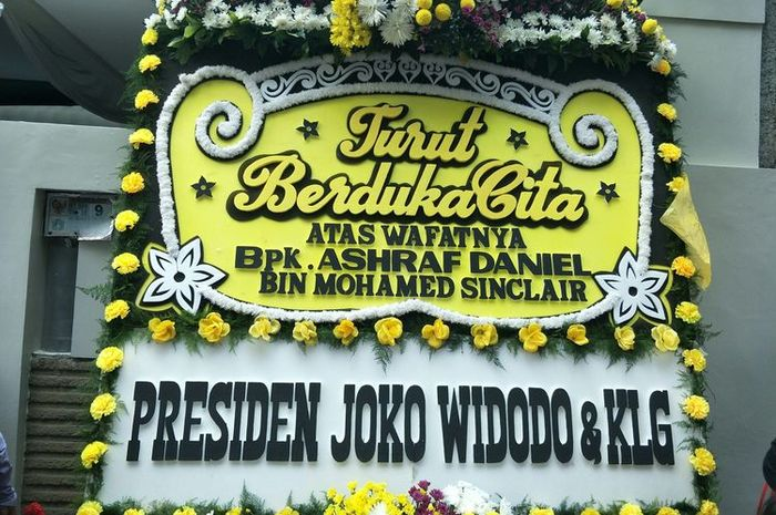Bukan hanya Kalangan Selebriti, Presiden <a href='https://pontianak.tribunnews.com/tag/jokowi' title='Jokowi'>Jokowi</a> Turut Berduka atas Meninggalnya <a href='https://pontianak.tribunnews.com/tag/ashraf-sinclair' title='AshrafSinclair'>AshrafSinclair</a> dan Kirimkan Karangan Bunga