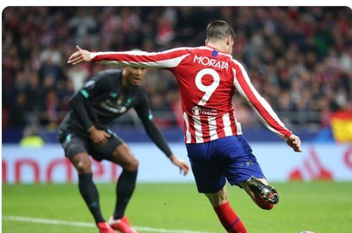 Pemain Atletico Madrid, Alvaro Morata, saat pertandingan melawan Liverpool dalam laga leg pertama 16 besar Liga Champions di
