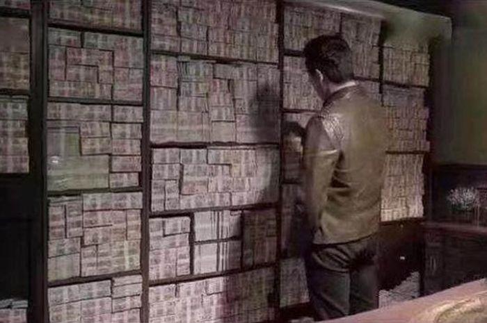Pejabat simpan uang korupsinya di dindin rumah