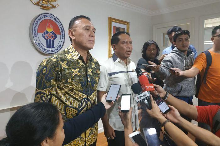 Ketum PSSI dan Menpora, Mochamad Iriawan serta Zainudin Marhali di Kantor Kemenpora, Jumat (21/2/2020).