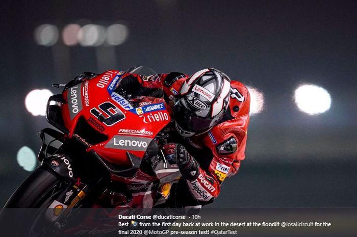 Aksi pembalap Ducati, Danilo Petrucci, saat tes pramusim MotoGP 2020 di Sirkuit Losail, Qatar, 22 Februari 2020.