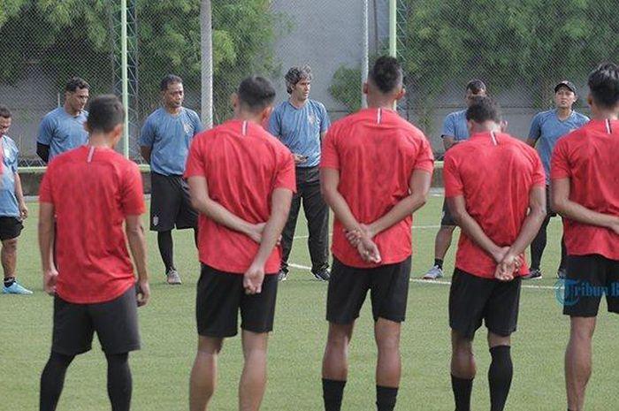 Bali United dalam sebuah sesi latihan, Sabtu (22/2/2020).