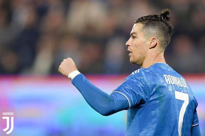 Megabintang Juventus, Cristiano Ronaldo, merayakan gol yang dicetak ke gawang SPAL dalam laga Liga Italia di Stadion Paolo Mazza, Sabtu (22/2/2020).