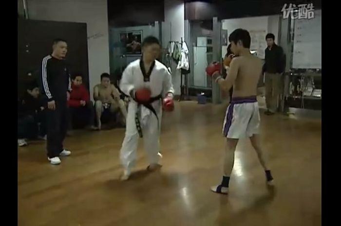 Taekwondo vs karate menang mana