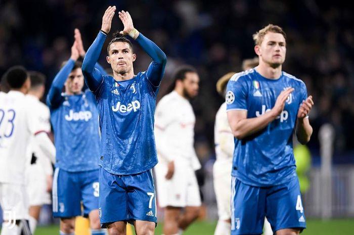 Ekspresi megabintang Juventus, Cristiano Ronaldo, seusai laga leg pertama babak 16 besar Liga Champions kontra Olympique Lyon di OL Stadium, Rabu (26/2/2020).